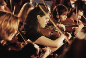 Geigen im Orchester