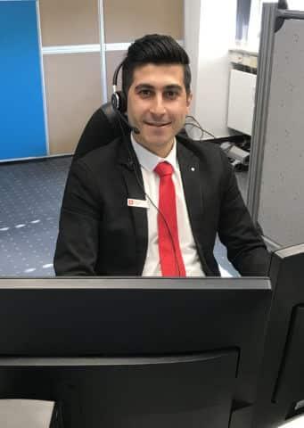 Azubi Mohamad Alkhalil im Kunden-Service-Center