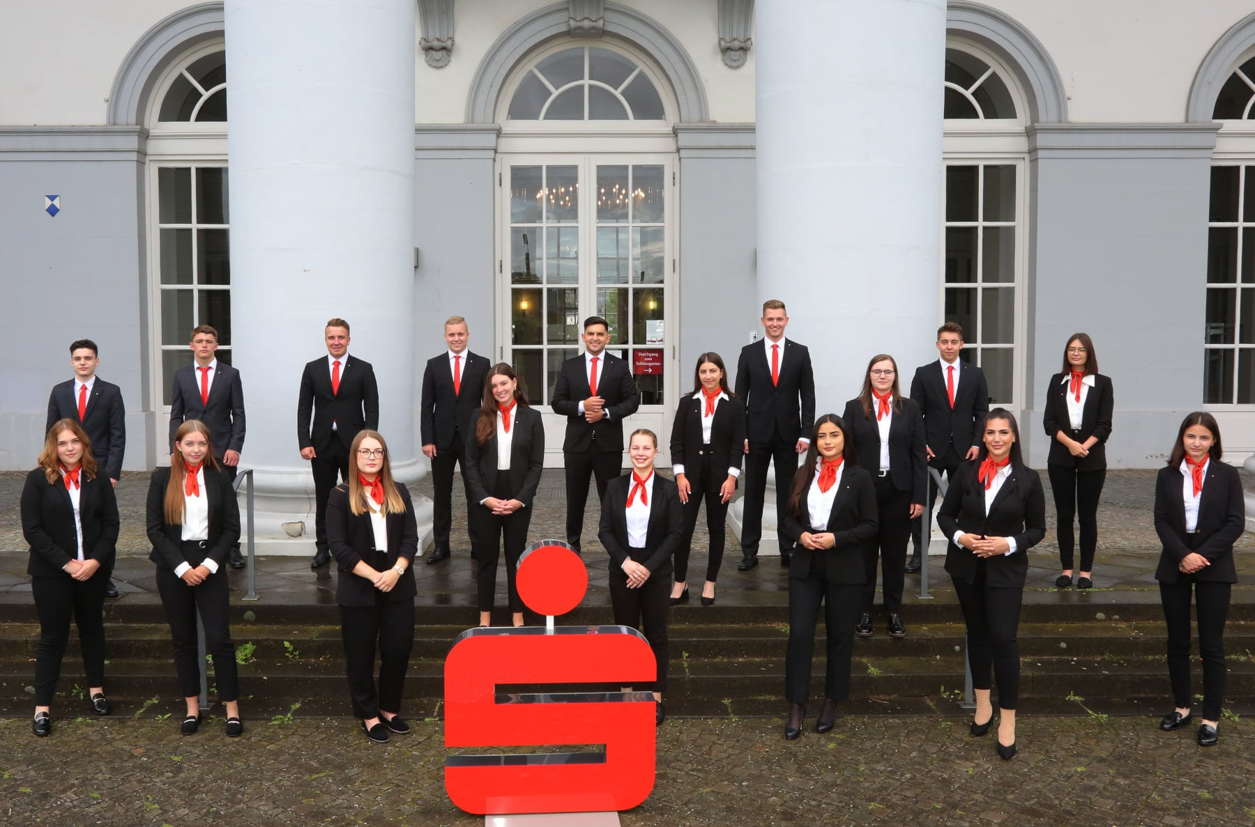 Sparkasse Koblenz begrüßt 18 Azubis